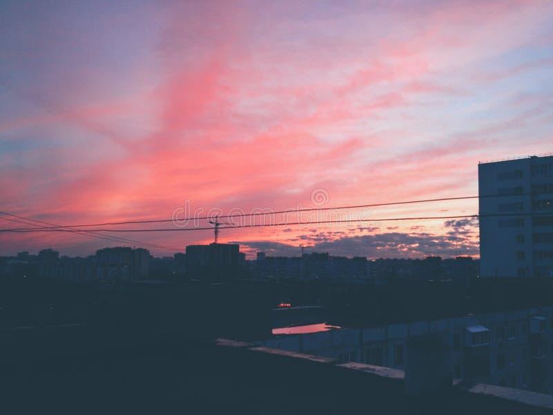 Piękne niebo czerwieni chmury zdjęcie royalty free