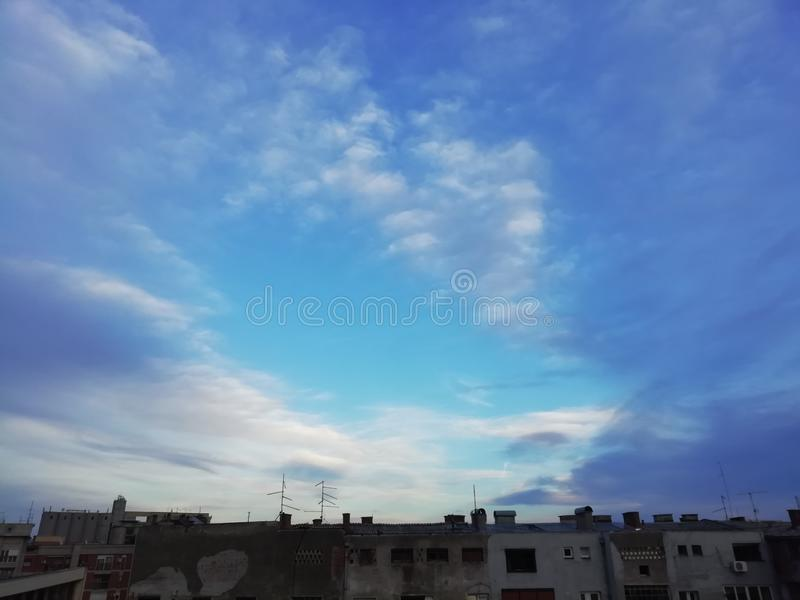Piękne niebo w Cacak, Serbia zdjęcia stock