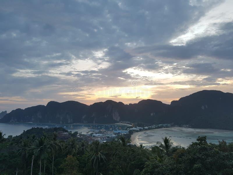Piękne plaże w Tajlandia Phi Phi wyspie, małpy plaża, majowie zatoka obraz royalty free