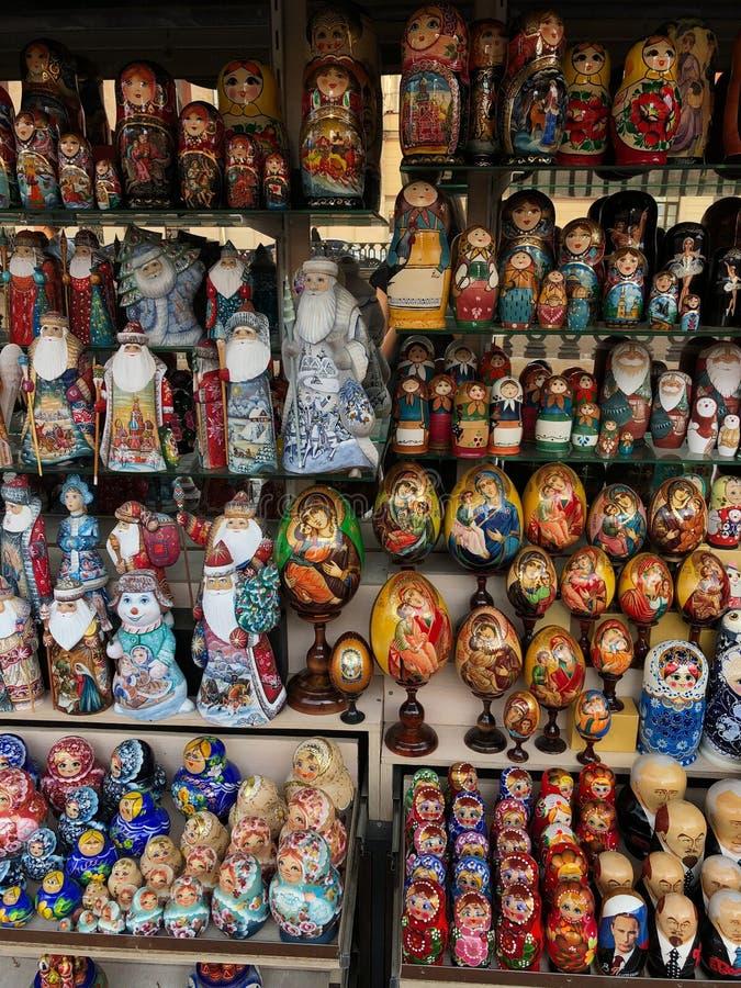 Piękne Rosyjskie pamiątki na targowym widoku zdjęcie stock