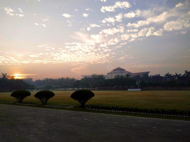 Piękne słońce wzrosta sceny ? ? obraz royalty free