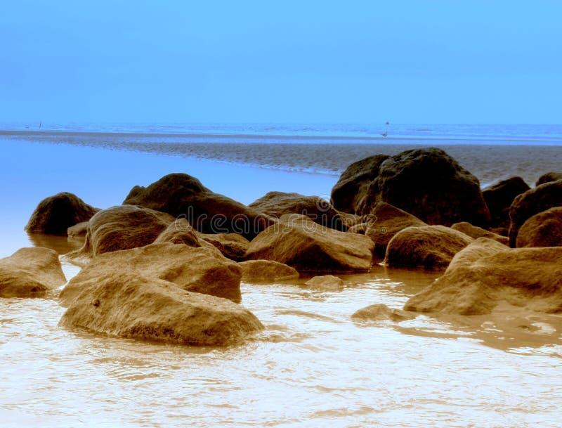 Piękne skały w morzu fotografia stock