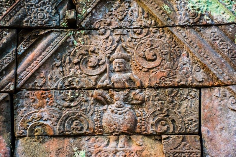 Piękne stare ulgi antyczny powikłany Koh Ker, Kambodża obrazy royalty free