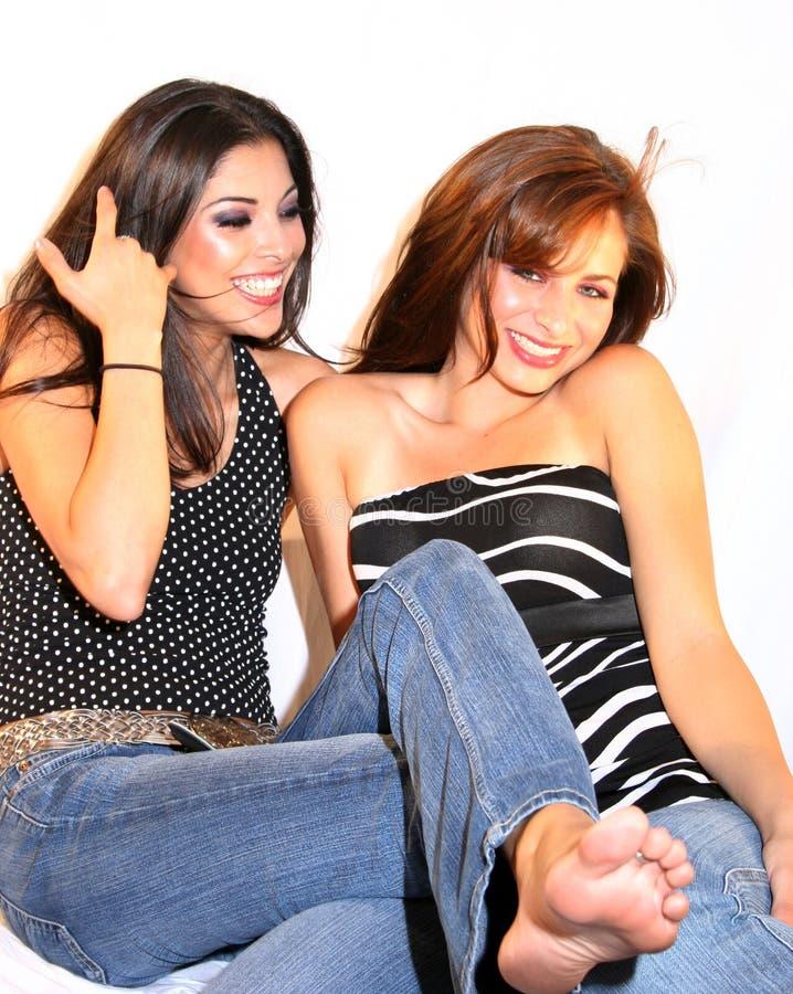 piękne szczęśliwi przyjaciele zdjęcia royalty free