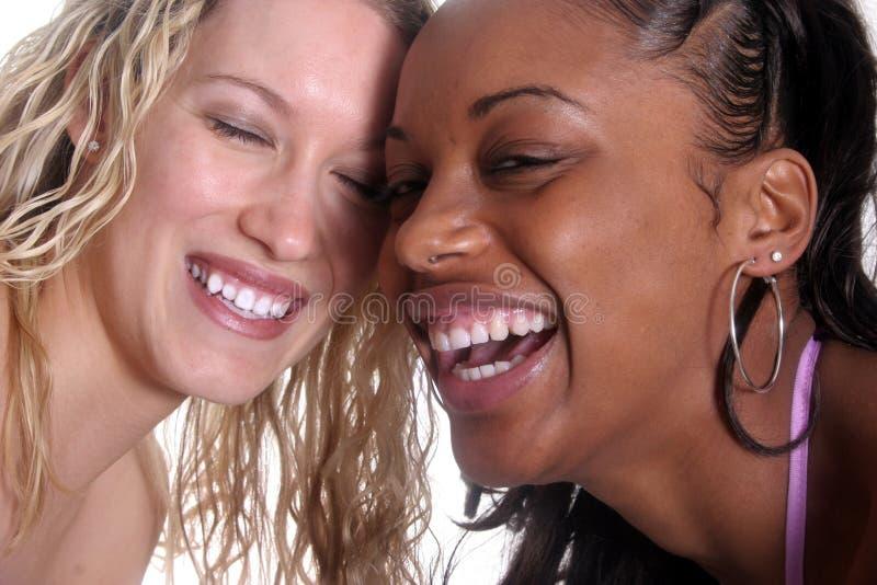 piękne szczęśliwi przyjaciele zdjęcie royalty free