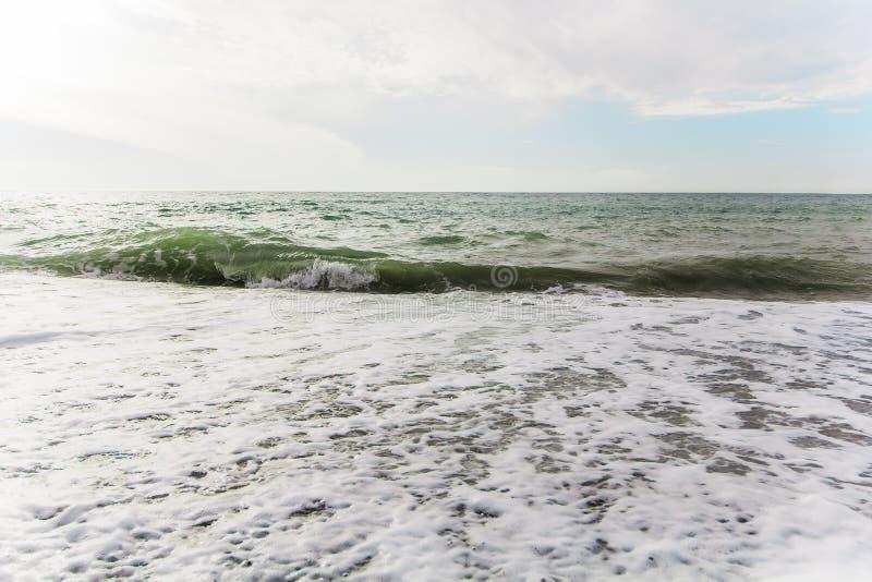 Piękne turkusowe fala Czarny morze obraz stock