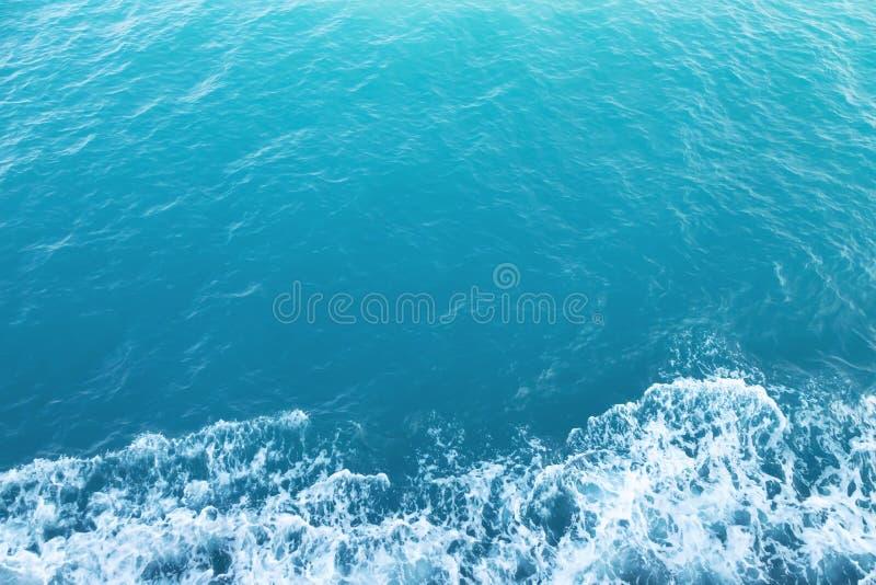 Piękne turkusowe ocean fale od natury zdjęcia stock