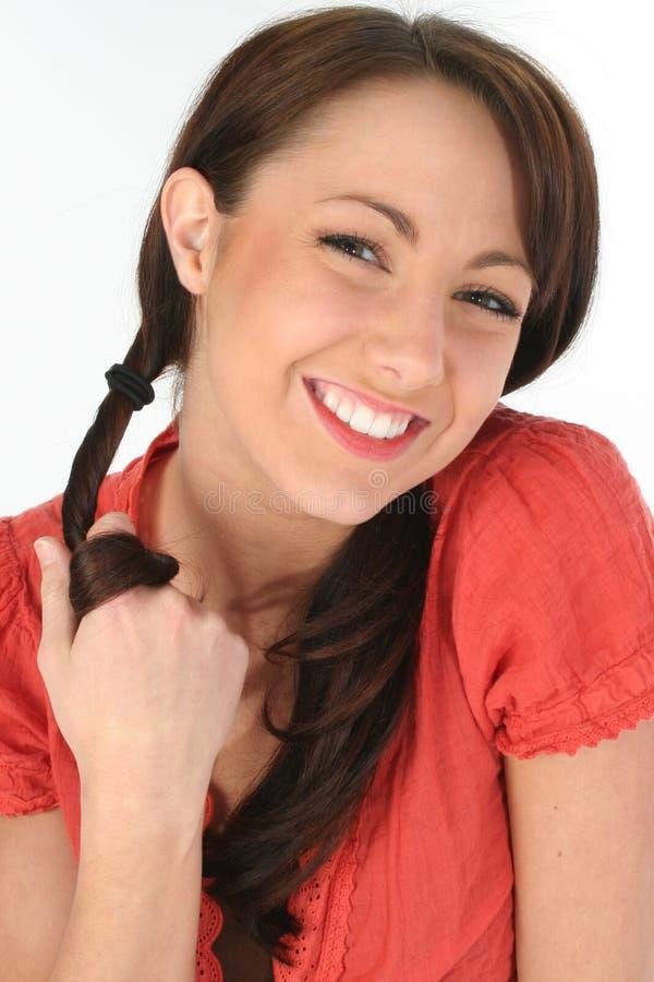 piękne włosy twirling młodych kobiet zdjęcie stock