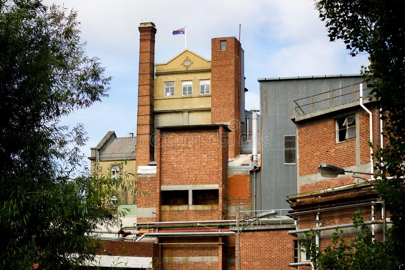 Piękne zdjęcie budynku w South Hobart w Australii z australijską flagą na dachu obraz royalty free