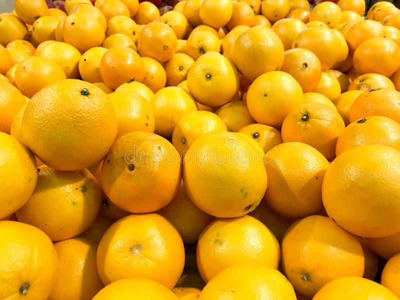 Pięknego żółtego naturalnego słodkiego smakowitego dojrzałego miękkiego round jaskrawi jaskrawi tangerines, owoc, clementines Tek obrazy royalty free
