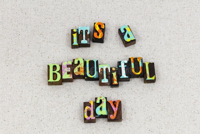 Pięknego dnia światła słonecznego ranku szczęśliwy ono uśmiecha się obraz stock