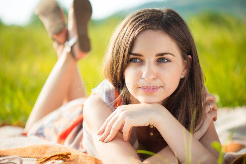 pięknego dziewczyny portreta uśmiechnięci potomstwa zdjęcie stock