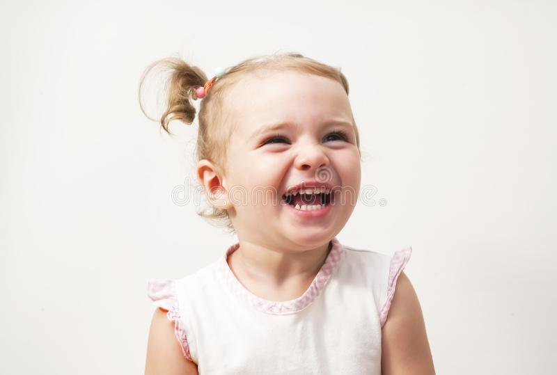 Pięknego ekspresyjnego uroczego szczęśliwego ślicznego roześmianego uśmiechniętego dziecka dziecięca twarz fotografia stock