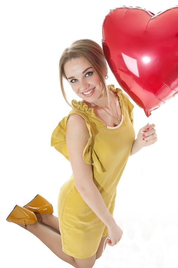 Download Pięknego Kobiety Mienia Serca Czerwony Balon Nad Białym Tłem. Obraz Stock - Obraz złożonej z pasja, odosobniony: 28955843