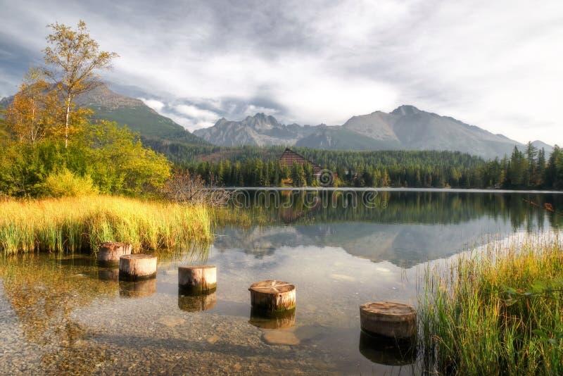 Pięknego krajobrazu - Tarn Strbske pleso, Sistani zdjęcie royalty free