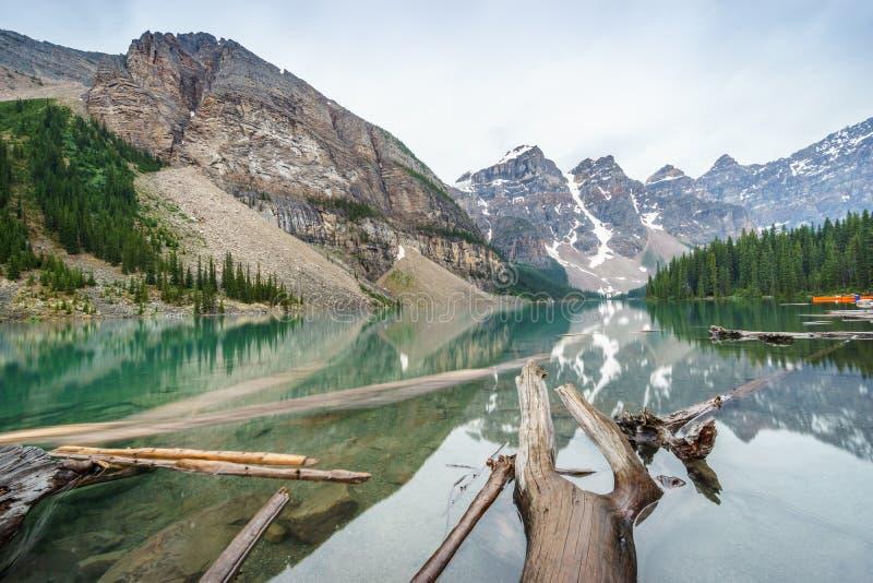 Pięknego Morena jeziora, Banff park narodowy, Alberta, Kanada zdjęcia royalty free
