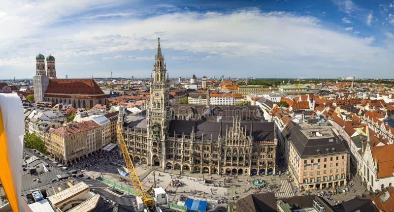 Pięknego super szerokiego kąta pogodny widok z lotu ptaka Monachium, Bavaria zdjęcie stock