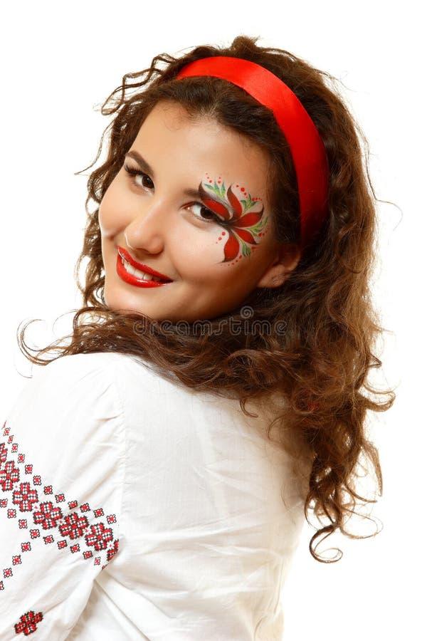 Pięknego ukraińskiego młodego womanwith artystyczny makeup lubi czerwień f fotografia royalty free