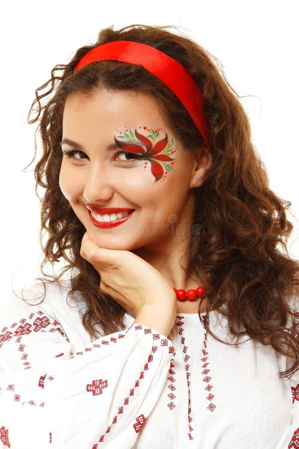 Pięknego ukraińskiego młodego womanwith artystyczny makeup lubi czerwień f obrazy stock
