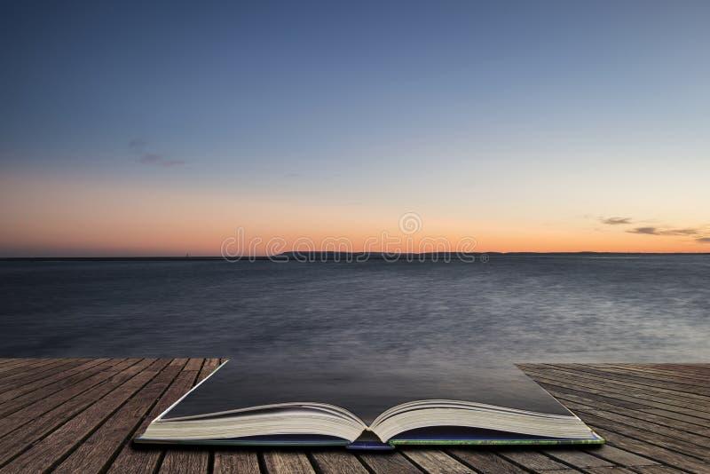 Pięknego wibrującego wiosna zmierzchu ujawnienia plaży długi krajobraz co zdjęcia stock
