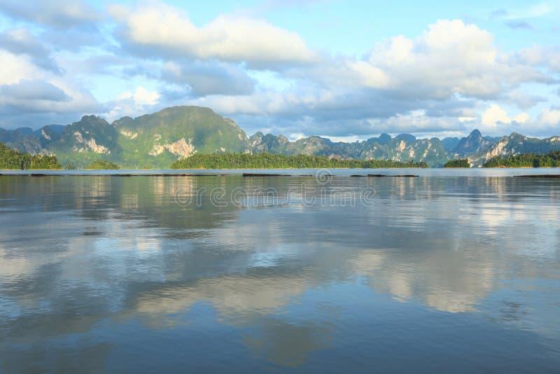 Pięknego widoku wapnia jezioro i góry obrazy royalty free