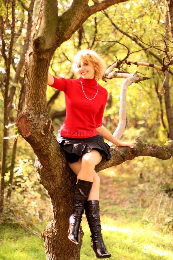 pięknej blondynki szczęśliwy portret zdjęcia stock