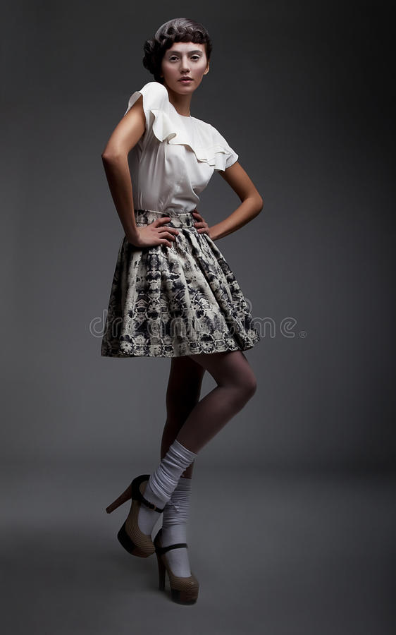 pięknej brunetki target225_0_ ubrania retro zdjęcia stock