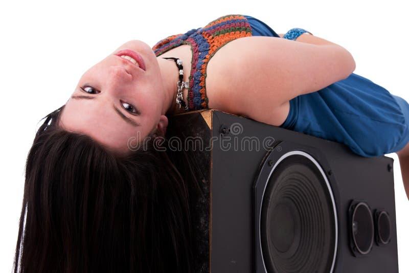 pięknej dziewczyny słuchający muzyczni przyjemności potomstwa zdjęcie stock