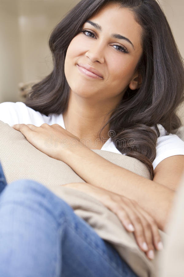 pięknej dziewczyny szczęśliwi latynoscy uśmiechnięci kobiety potomstwa obraz royalty free