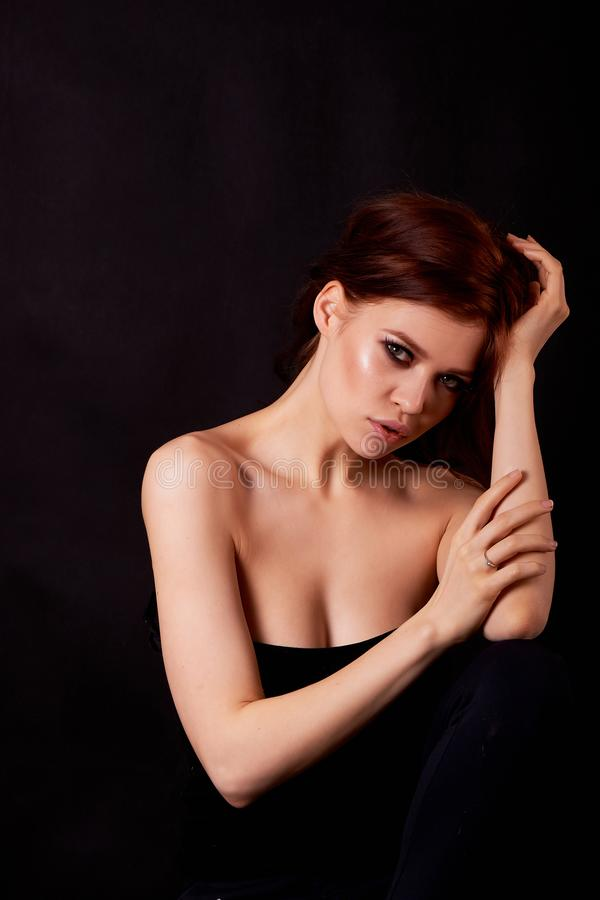 pięknej dziewczyny z włosami portreta czerwień zakończenie Tłuściuchne wargi obraz royalty free