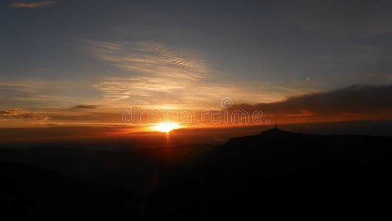 pięknej ilustracyjnej łąkowej natury pozytywnej wiosna pogodny wschód słońca obrazy stock
