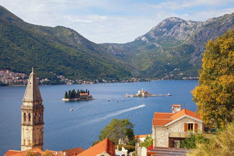 Pięknej jesieni Śródziemnomorski krajobraz Montenegro, zatoka Kotor, Perast miasteczko Podróży i turystyki pojęcie zdjęcia stock
