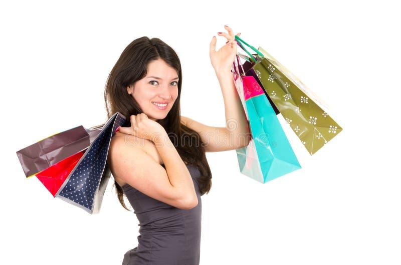 Pięknej młodej brunetki kobiety uśmiechnięty zakupy obraz stock