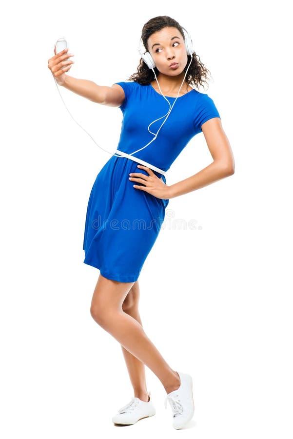Pięknej mieszanej biegowej kobiety wideo przesyłanie wiadomości odizolowywająca na bielu  fotografia stock