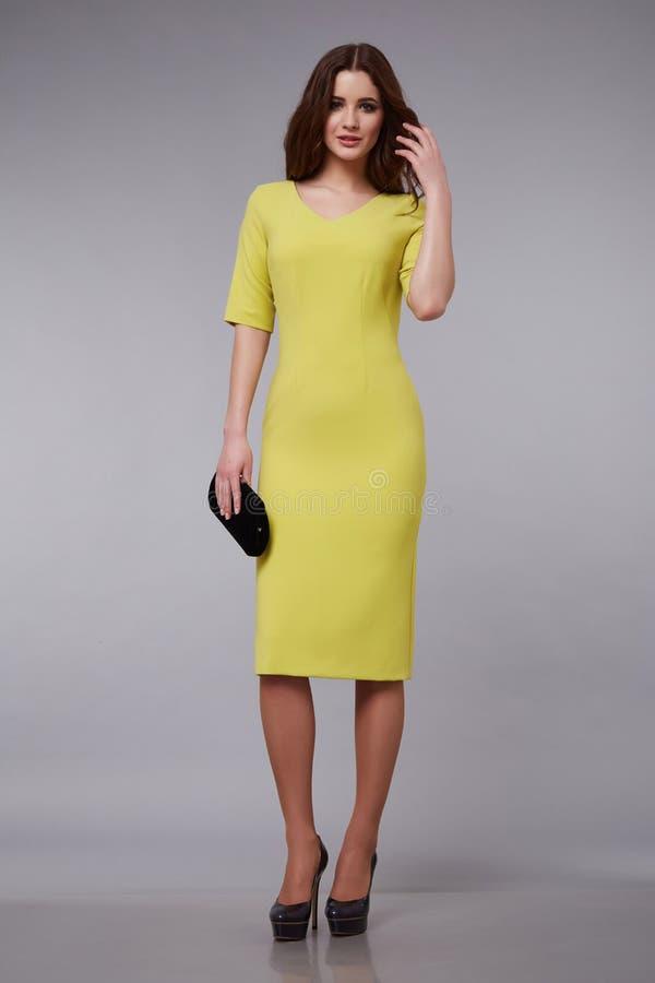 Pięknej mody sukni stylu kobiety odzieżowy makeup zdjęcia royalty free