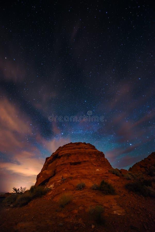 Pięknej nocy Gwiaździsty niebo nad doliną Pożarniczy stanu parka Ne zdjęcie stock