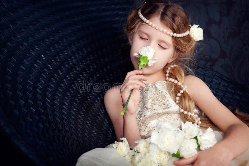 pięknej smokingowej dziewczyny mały princess zdjęcia royalty free