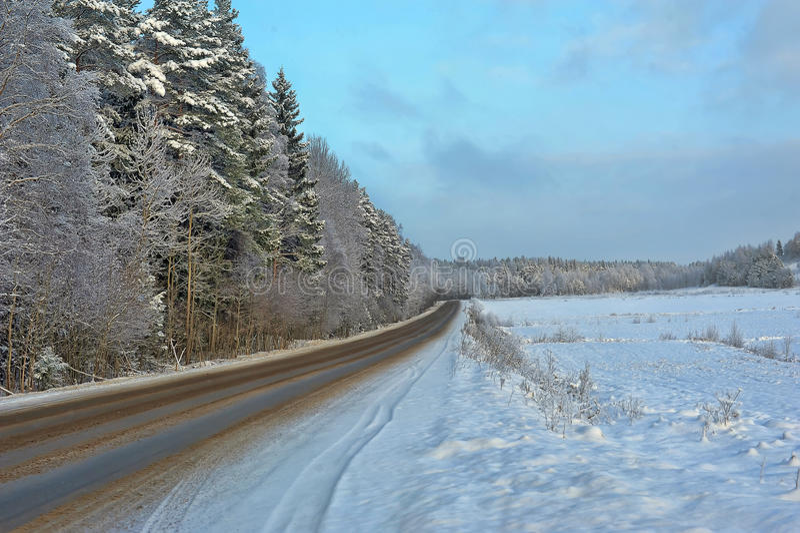 Pięknej zimy śnieżna droga fotografia royalty free