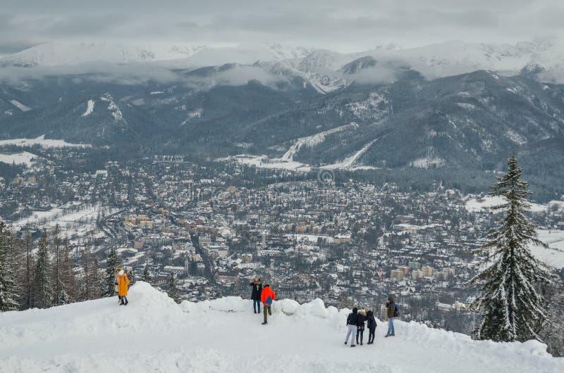 Pięknej zimy turystyczny miasteczko Zakopane w Polska fotografia royalty free
