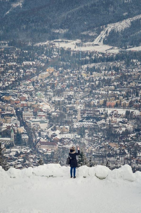 Pięknej zimy turystyczny miasteczko Zakopane w Polska zdjęcia royalty free