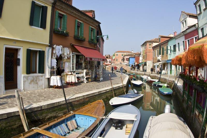 Piękni barwioni domy stary fishermans miasto Burano w t zdjęcie royalty free