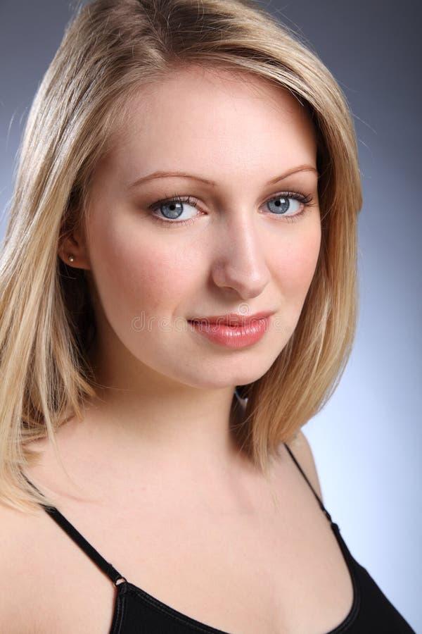 piękni blondynki niebieskich oczu kobiety potomstwa obrazy stock