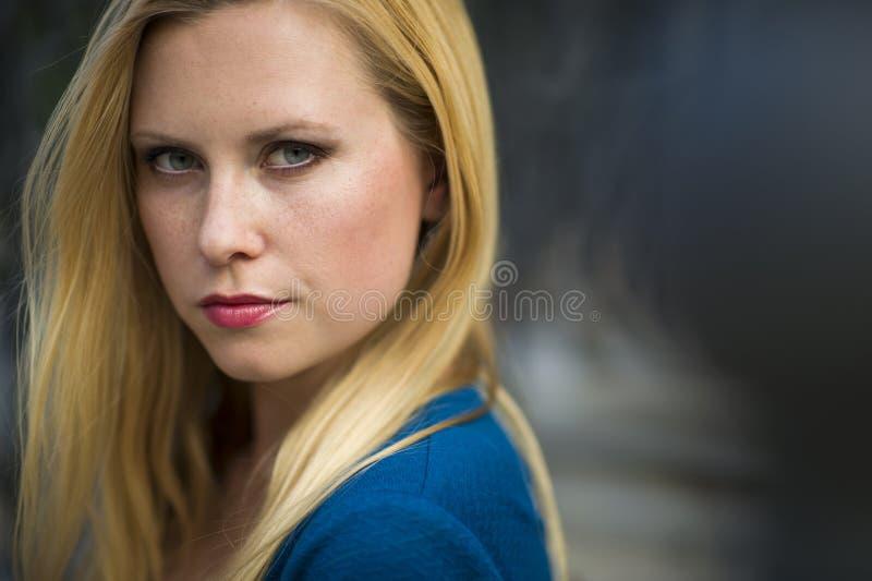 piękni blondynki portreta kobiety potomstwa obrazy stock