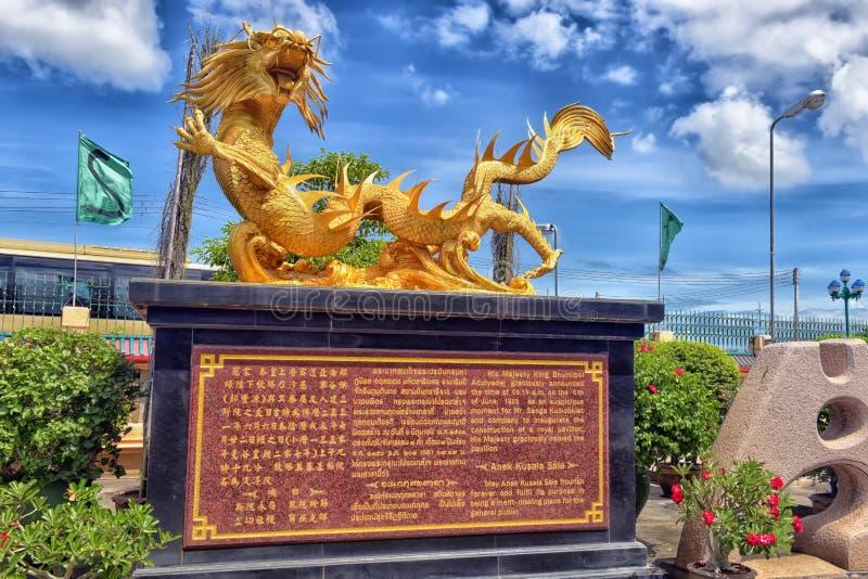Piękni Chińscy smoki rzeźbią przy Anek Kusala Sala Viharn Sien Chińską świątynią w Pattaya, zdjęcie royalty free