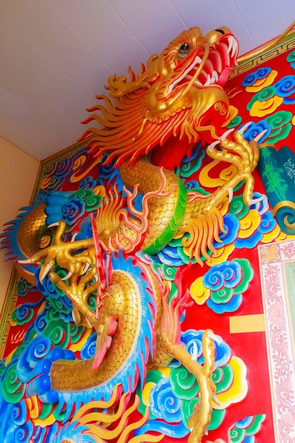 Piękni Chińscy smoki rzeźbią przy Anek Kusala Sala Viharn Sien Chińską świątynią w Pattaya, Tajlandia Ja budował w 1987 fotografia royalty free