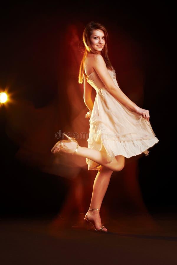 piękni dancingowi żeńscy potomstwa fotografia royalty free