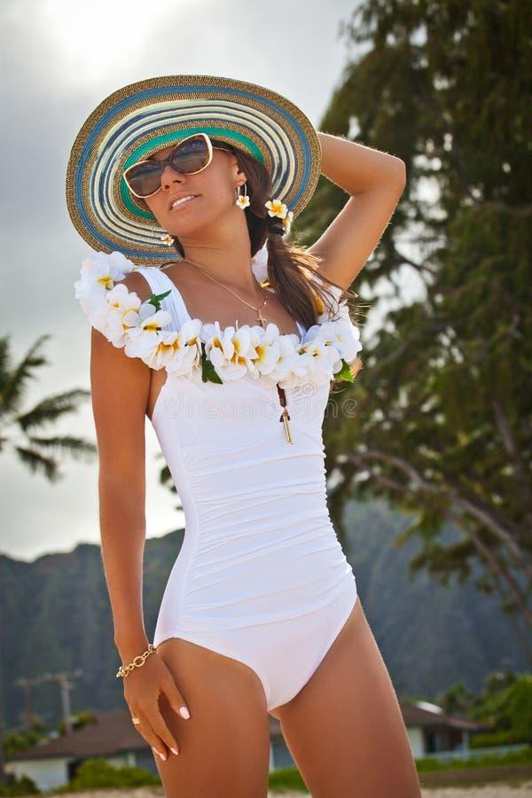 Piękni dziewczyna wydatków wakacje letni obraz stock