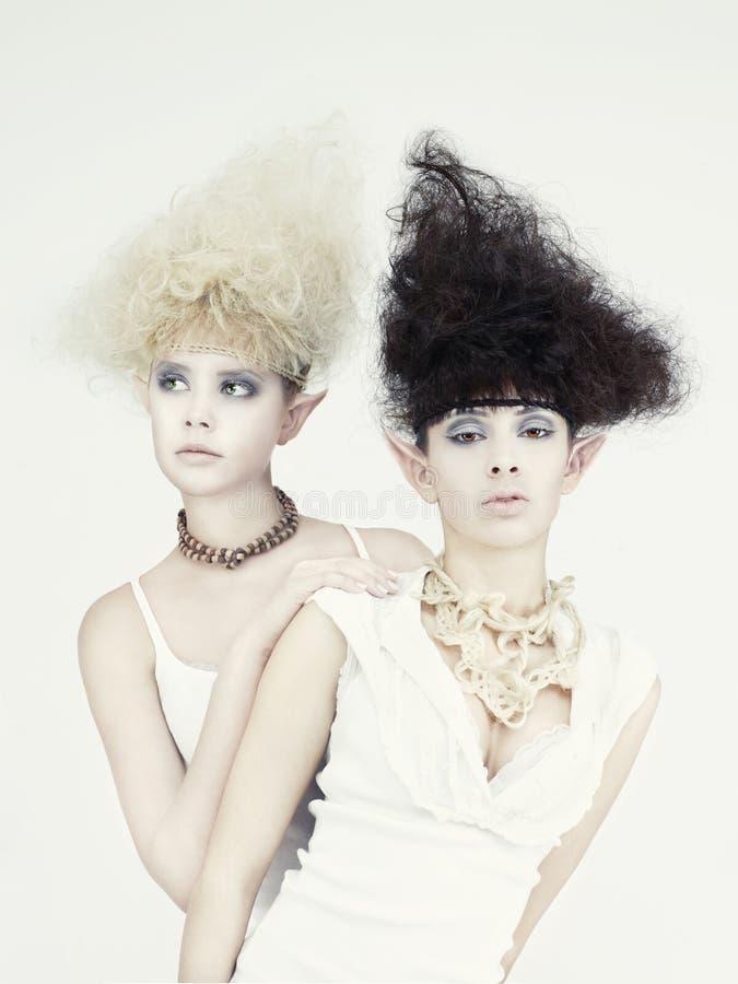 piękni elfa dziewczyny dwa potomstwa obraz royalty free