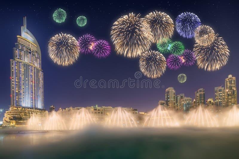 Piękni fajerwerki nad taniec fontanna Burj Khalifa w Dubaj, UAE zdjęcie royalty free