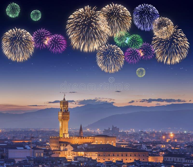 Piękni fajerwerki pod Ponte Vecchio Florencja zdjęcia royalty free